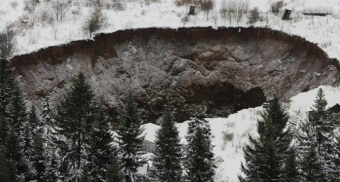 На севере России найдено минимум семь таинственных воронок