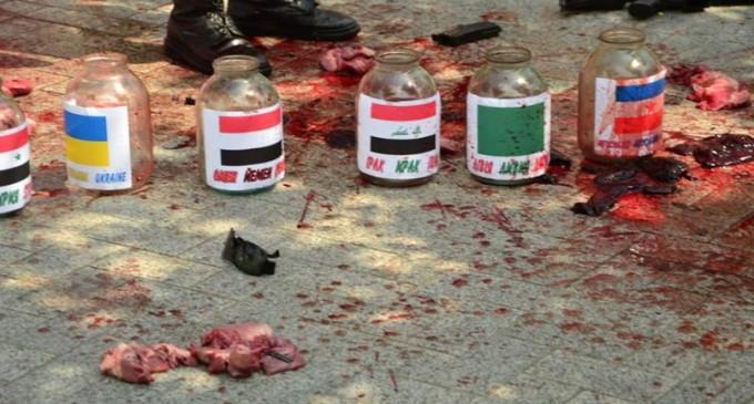 Посольство янки в Киеве забросали окровавленным мясом