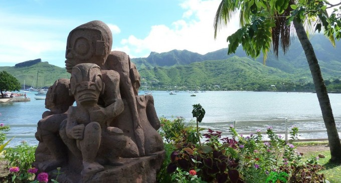 Древние статуи рептилоидов на острове Нуку-Хива