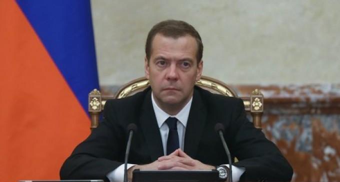 Медведев поручил взыскать с Украины $3 млрд долга с учетом штрафов