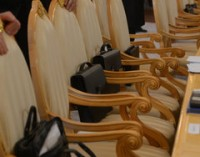 Депутаты Госдумы поддержали предложение не пускать госслужащих за рубеж