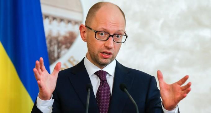 Яценюк объявил о товарной блокаде Крыма