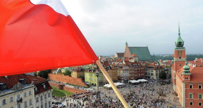 'Political Absurdity': Poland Lacks Clear-Cut Russia Policy, Awaits US Signal