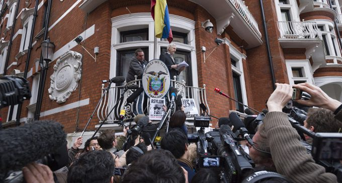 Ecuador's Opposition Presidential Candidate Going to Evict Assange From Embassy