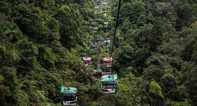 Hundreds of Malaysians stranded in cable car accident