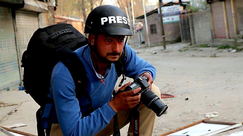 After Arresting Kashmiri Photojournalist, India Defines 'Duties' of a Journalist