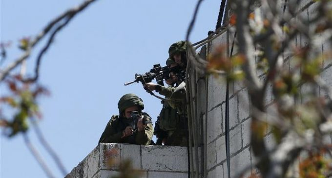 Israeli soldiers cheer as sniper shoots unarmed Palestinian near Gaza border
