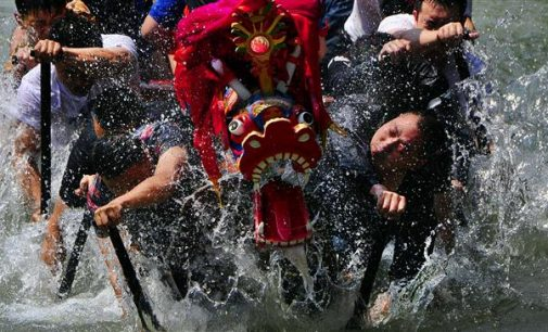 Dragon boats capsize in China, 17 killed