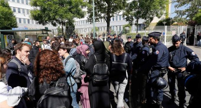 France: Students face off with police at University blockade