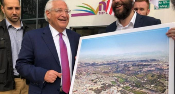 US Ambassador to Israel Poses with Photoshopped Image Depicting Jewish Temple Replacing Mosque
