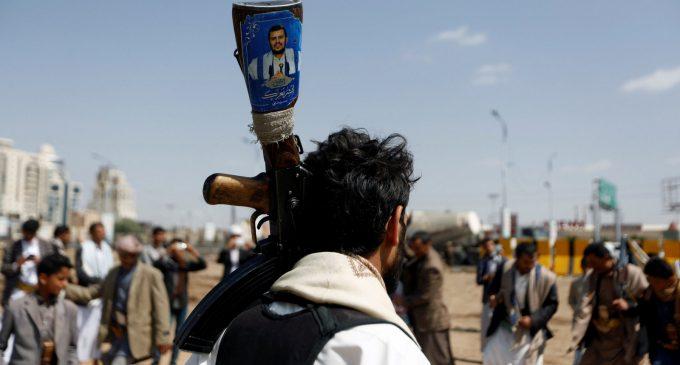 Yemen's Houthis Strike Back Amid Saudi-led Bombardment of Hodeida