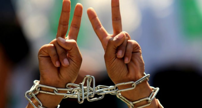 Palestinian Prisoners Express Solidarity With U.S. National Prison Strike