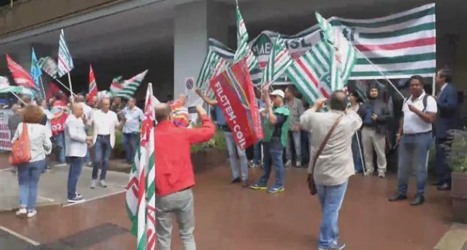 Italian power firm workers go on strike in Rome
