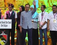 Malaysia's Anwar Ibrahim officially returns to political life after election win