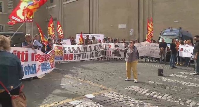 Italian govt. employees stage protest in Rome
