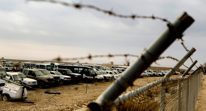 """Lawsuit: US Military Contractor DynCorp Accused of """"Enslaving"""" American Employees in Kuwaiti Tent Cities"""
