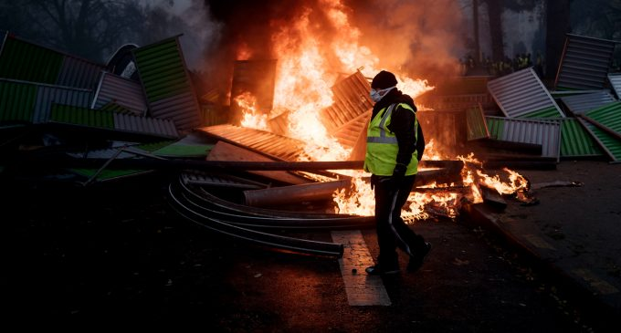 What Will Happen If France's Yellow Vest Protesters Win?