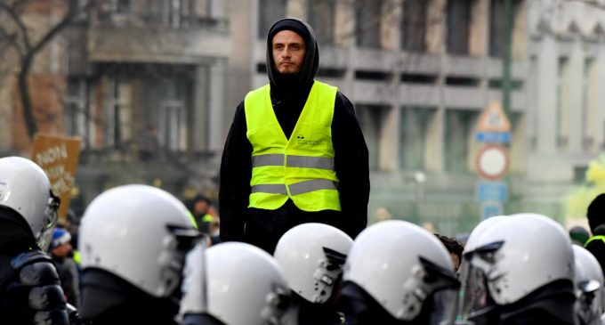 """Why France's Yellow Vest Protests Have Been Ignored by the US """"Resistance"""""""
