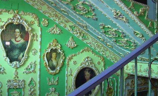 Kiev retiree transforms his stairway into an art gallery