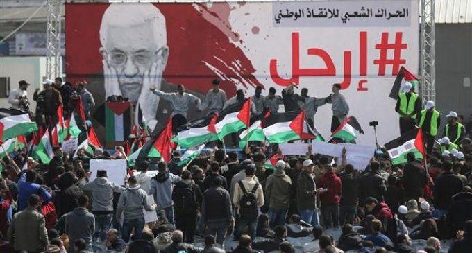 Palestinians demand Abbas resignation at Gaza protest rally