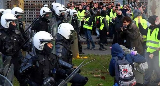 French cops wearing Yellow Vests to infiltrate movement