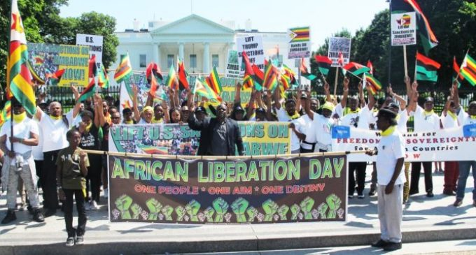 White House protest says 'End the sanctions on Zimbabwe!'