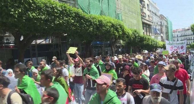 Algerian students demonstrate for a 17th Tuesday