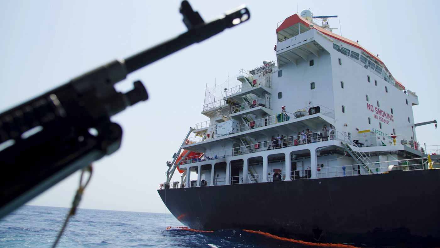 Veteran Navy Officer Exposes Flaws in US Version of Iran Oil Tanker Narrative