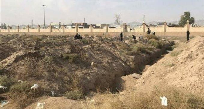 Mass grave of tens of Daesh victims found near Syria's Raqqah