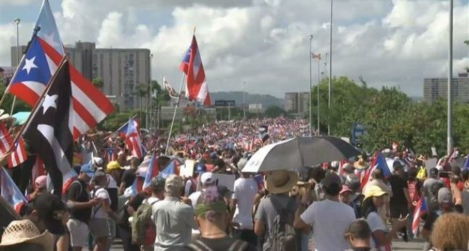 Hundreds of thousands of Puerto Ricans launch massive protest