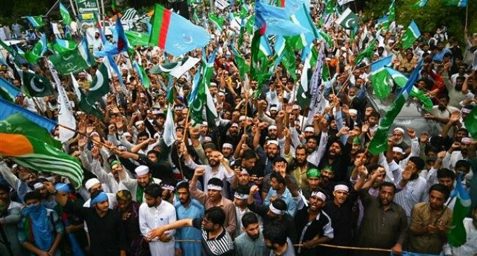 Thousands of protesters march in Islamabad in solidarity with Kashmir