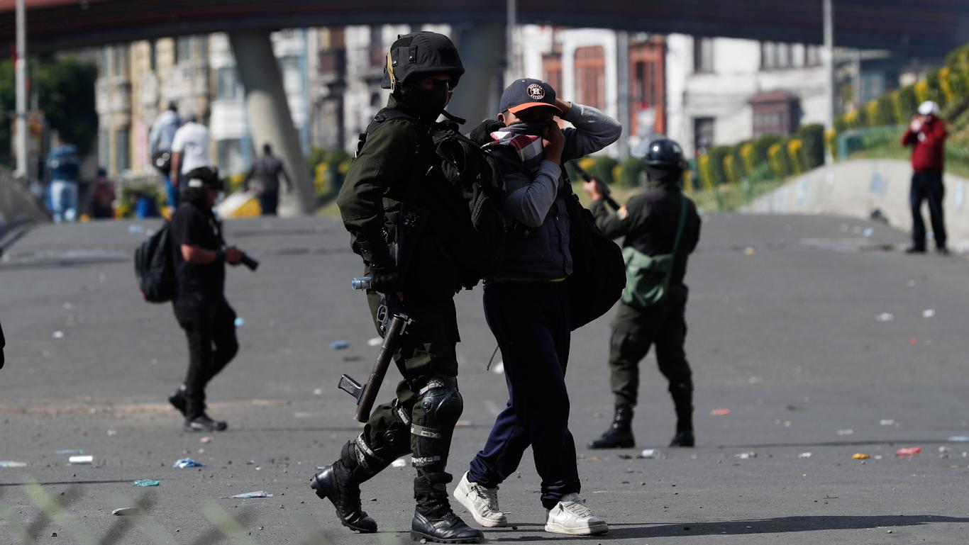 Bolivia's Coup Gov't Targets Alternative Media as Crackdown Turns Increasingly Violent