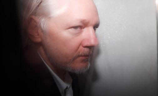 "Wikileaks Still Holding Powerful to Account as Founder Julian Assange ""Slowly Dies"" in Prison"
