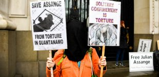 "Doctors ""Strongly Condemn"" UK Decision to Keep Assange Imprisoned During COVID-19 Pandemic"